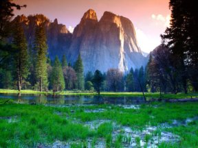 Picture of sunrise at Yosemite park